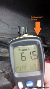 Foto des Thermometers mit der Temperaturangabe des Motorgehäuses